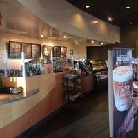 Foto tirada no(a) Starbucks por Mario em 3/23/2014