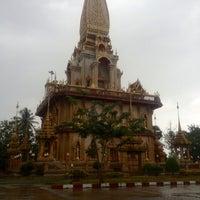 Photo taken at วัดไชยธาราราม (วัดฉลอง) Wat Chalong by Kauna A. on 12/15/2012