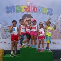 Photo taken at The Jakarta Marathon 2013 by Farah on 10/27/2013