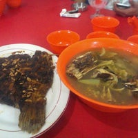 "Photo taken at Lesehan Ikan Bakar ""Pak Lek"" by Lidya D. on 10/27/2012"