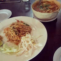 Photo taken at Pormtip Thai Restaurant by Xiau L. on 11/4/2012
