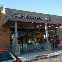 Foto tomada en Chipotle Mexican Grill por Julian L. el 9/16/2012