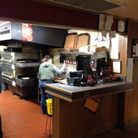 Photo taken at Pizza Hut by stephen m. on 1/24/2016