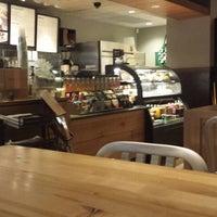 Снимок сделан в Starbucks пользователем FERNANDO U. 7/13/2013