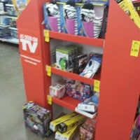 Photo taken at Walgreens by LUTHER R. on 12/19/2013