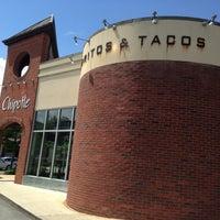 5/11/2013 tarihinde Diana J.ziyaretçi tarafından Chipotle Mexican Grill'de çekilen fotoğraf