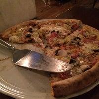 Foto tirada no(a) Domenico Pizzeria Trattoria por Rodrigo C. em 11/11/2014