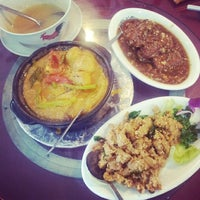 Photo taken at Kuan Yin Vegetarian Restaurant by Joyce L. on 4/3/2014
