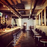 Foto tirada no(a) KOI Restaurant & Gallery por Takeshi A. em 8/25/2013