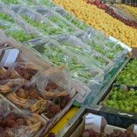Foto tomada en Food Lover's Market por Waheed el 11/16/2012