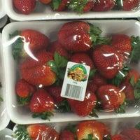 Foto tomada en Food Lover's Market por Waheed el 10/2/2012