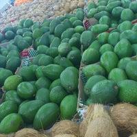 Foto tomada en Food Lover's Market por Waheed el 10/9/2012