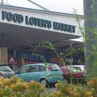 Foto tomada en Food Lover's Market por Waheed el 9/17/2012