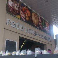 Foto tomada en Food Lover's Market por Waheed el 11/5/2012