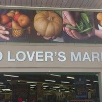 Foto tomada en Food Lover's Market por Waheed el 9/24/2012