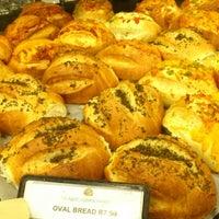 Foto tomada en Food Lover's Market por Waheed el 9/20/2012