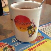 10/26/2012 tarihinde Jennie B.ziyaretçi tarafından Miami Deli'de çekilen fotoğraf