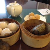 Photo taken at Golden Central Chinese Cuisine 金稻皇宴 by SP on 10/3/2013