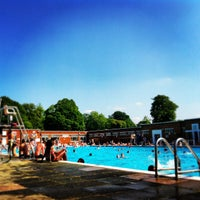 Photo prise au Brockwell Lido par Anne B. le7/6/2013