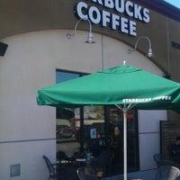 Снимок сделан в Starbucks пользователем Stephanie M. 9/17/2012