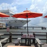 7/26/2013 tarihinde Matt C.ziyaretçi tarafından Fleet Landing'de çekilen fotoğraf