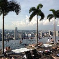 Das Foto wurde bei Rooftop Infinity Pool von Alexey O. am 1/7/2013 aufgenommen