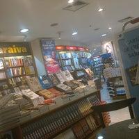 Photo taken at Livraria Saraiva by Rodrigo V. on 4/7/2014