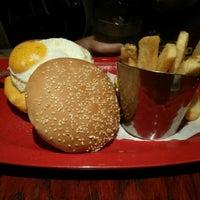 Photo taken at Red Robin Gourmet Burgers by Kir K. on 9/8/2013