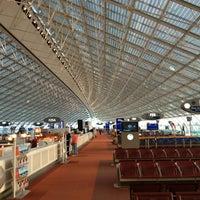 Photo taken at Paris Charles de Gaulle Airport (CDG) by Toru H. on 9/21/2013