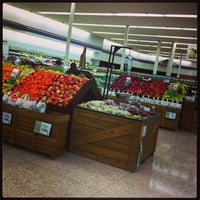 Photo taken at Hy-Vee by Thada S. on 4/19/2013