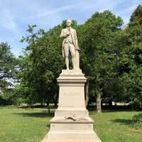 รูปภาพถ่ายที่ Alexander Hamilton Statue โดย Russell เมื่อ 7/13/2018