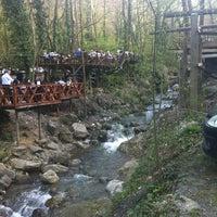 3/31/2013 tarihinde Mert B.ziyaretçi tarafından Vadi Restaurant'de çekilen fotoğraf
