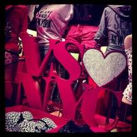 Снимок сделан в Victoria's Secret пользователем Farad A. 4/10/2013