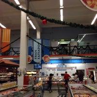 Foto tirada no(a) Supermercados Yamauchi por Marcelo em 11/10/2013