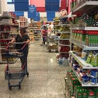Foto tirada no(a) Supermercados Yamauchi por Marcelo em 11/2/2015