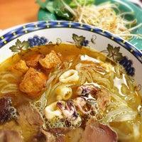 Photo taken at Pho Me Noodle Bar by Khaotok Kayla N. on 10/11/2014