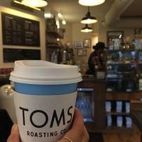 12/24/2016 tarihinde Khaotok Kayla N.ziyaretçi tarafından TOMS Roasting Co.'de çekilen fotoğraf