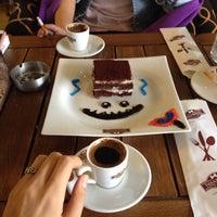 10/1/2013 tarihinde Baharziyaretçi tarafından Hisarönü Cafe'de çekilen fotoğraf