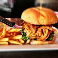 Das Foto wurde bei Blazing Onion Burger Company von Lawyer M. am 4/23/2013 aufgenommen