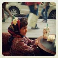 Das Foto wurde bei Starbucks von Özlem am 5/24/2013 aufgenommen
