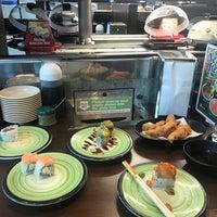 Foto tirada no(a) Kura Revolving Sushi Bar por Kirkwood J. em 6/29/2018