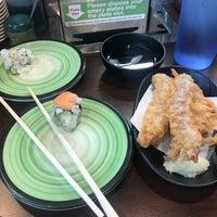 Foto tirada no(a) Kura Revolving Sushi Bar por Kirkwood J. em 6/5/2018