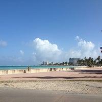 Foto tomada en Playa del Centro por Vivian J. el 1/7/2013