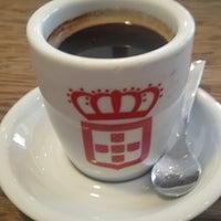 Photo taken at Vida e Caffè by Jeremy Adam Wlaszek W. on 2/13/2015