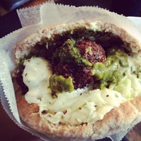 12/17/2012にMy Khanh N.がTaïm Falafel and Smoothie Barで撮った写真