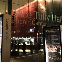 Foto tirada no(a) Alice Tully Hall at Lincoln Center por Markus S. em 12/21/2012