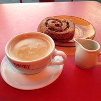 Photo taken at Drury Tea & Coffee by Zülfikar on 12/31/2014