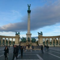 11/4/2012 tarihinde Réka T.ziyaretçi tarafından Hősök Tere | Heroes Square'de çekilen fotoğraf