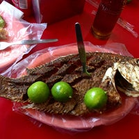 Photo taken at El Primo Pescados Fritos Y Mariscos by Esme on 2/11/2013