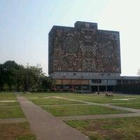 Foto tomada en UNAM Las Islas por Jaz Z. el 5/22/2013